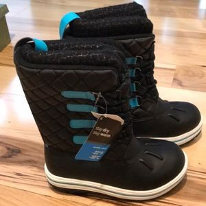 Rugged Outback snow boot.  NWT.